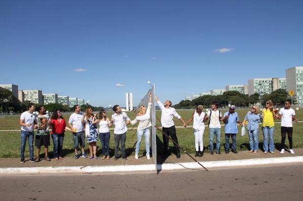 Manifestação pela paz em Brasília organizada por ONG do Recife. Foto: Elio Rizzo/Divulgação -