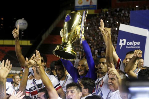 Santa Cruz vence o Sport e comemora  título pela 9ª vez. Foto: Ricardo Fernandes/DP -