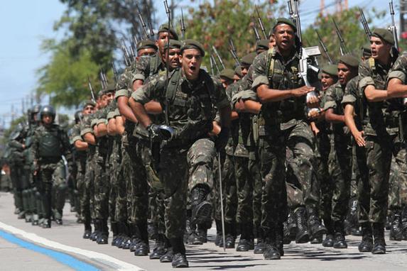 Desfile de 7 de setembro  (No Recife, cerca de oito mil pessoas participaram do desfile  de 7 de Setembro em homenagem ao Dia da Independ�ncia . Foto: Julio Jacobina/DP)