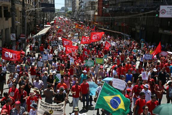 Grito dos Exclu�dos (Grito dos Exclu�dos tem p�blico recorde no centro do Recife. O protesto criticou  o sistema capitalista e o presidente Michel Temer. Foto: Teresa Maia/DP)