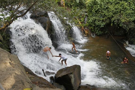 Rotas de Pernambuco  (A s�rie Rota Pernambuco traz um roteiro das belezas do estado. Na foto, Na foto, a cachoeira V�u da Noiva II, em Palmares. Foto: Ricardo Fernandes / DP.)