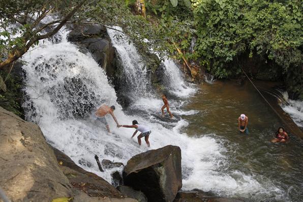 A série Rota Pernambuco traz um roteiro das belezas do estado. Na foto, Na foto, a cachoeira Véu da Noiva II, em Palmares. Foto: Ricardo Fernandes / DP. -