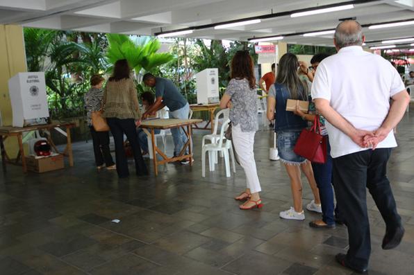 Sessão de votação - Colégio Santa Maria em  Boa viagem. Foto: Karina Morais/Esp. DP -