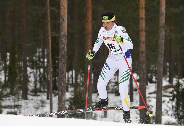 Bruna Moura, brasileira, compete na corrida de qualificação individual feminina de 5 km do Campeonato Mundial de Esqui Nórdico FIS 2017 em Lahti, na FinlândiaJonathan NACKSTRAND / AFP -