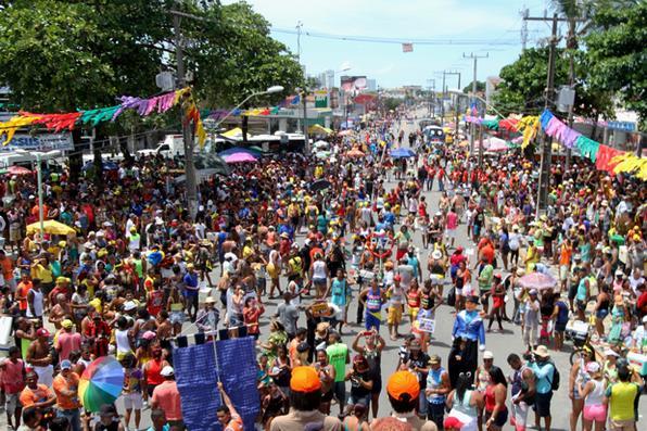 Camburão da Alegria desfila pela primeira vez em Olinda e arrasta foliões encerrando o carnaval da cidade alta. Foto: Nando Chiappetta/DP -