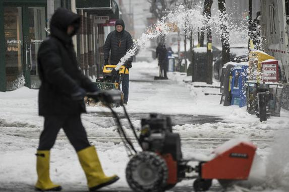 FOTOS DO DIA (A tempestade de neve castiga  Nova Iorque  e deixa ruas vazias. Foto: Drew Angerer / Getty Images / AFP)