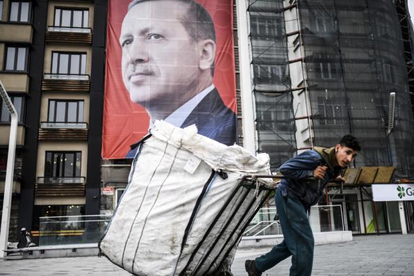 A Turquia realizará seu referendo constitucional em 16 de abril de 2017. As mudanças controversas procuram substituir o sistema parlamentar e passar para um sistema presidencial que daria ao presidente Recep Tayyip Erdogan autoridade executiva. Foto:  AFP PHOTO / BULENT KILIC -