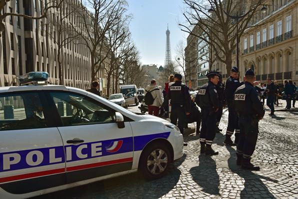 Explosão de carta-bomba no escritório do FMI (Fundo Monetário Internacional) em Paris deixa uma pessoa ferida. Foto:  AFP PHOTO / CHRISTOPHE ARCHAMBAULT -