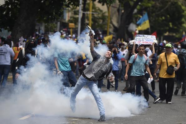 Manifestantes vão às ruas na Venezuela contra o Governo de Nicolás Maduro. Foto:  AFP PHOTO / JUAN BARRETO -