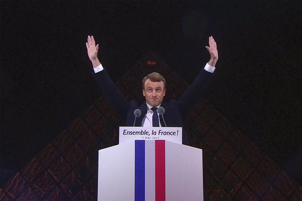 Presidente eleito francês Emmanuel Macron chega para  um discurso na frente da pirâmide no museu do Louvre em Paris maio. Emmanuel Macron foi eleito presidente francês em 7 de maio de 2017 em uma vitória sobre a extrema direita Front National após uma campanha  divisiva. / AFP PHOTO / AFP TV / STRINGER - AFP PHOTO / AFP TV / STRINGER