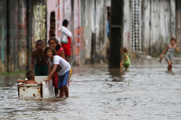 Chuva continua a castigar região metropolitana e interior do estado. Foto: Paulo Paiva/DP -