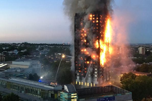Incêndio  destrói um edifício residencial de 24 andares em Londres, na madrugada desta quarta-feira, matou seis pessoas e fez 74 feridos,  além de vários desaparecidos. Foto: AFP PHOTO / Natalie Oxford  -