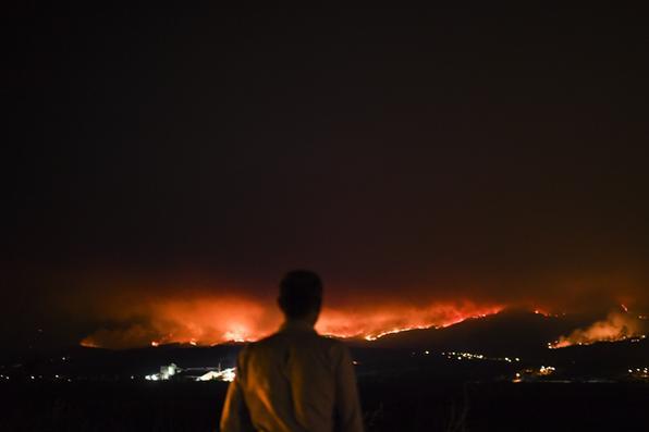Portugal decreta três dias de luto nacional a partir deste domingo para homenagear as vítimas do pior incêndio florestal de sua história, deixando  62 mortos e mais de 50 feridos. Foto: AFP PHOTO / Patricia De Melo MOREIRA -