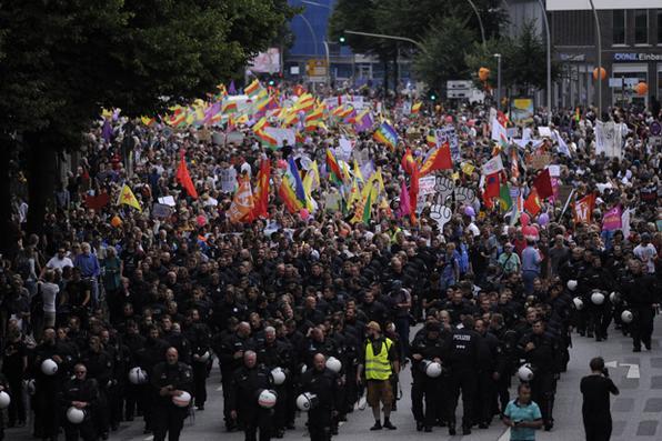 Protestos continuam durante encontro de líderes mundias em Hamburgo, Alemanha. Foto: AFP PHOTO / Steffi LOOS -
