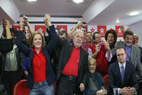 FOTOS DO DIA (Ex-presidente Lula dá entrevista coletiva na sede do PT Nacional, em São Paulo. Foto: Ricardo Stuckert)