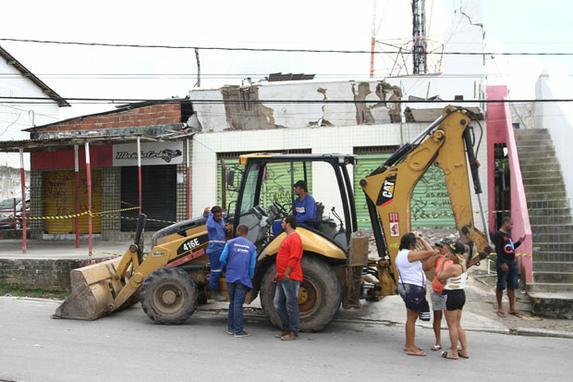 FOTOS DO DIA (Desabamento causa morte de crianca de oito anos e fere dois adultos em Maranguape II, Paulista. Foto: Julio Jacobina/DP)