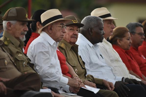 O presidente cubano Raúl Castro (C), participa pela última vez como presidente da celebração do  Dia da Rebeldia Nacional. Foto: AFP PHOTO / ADALBERTO ROQUE -