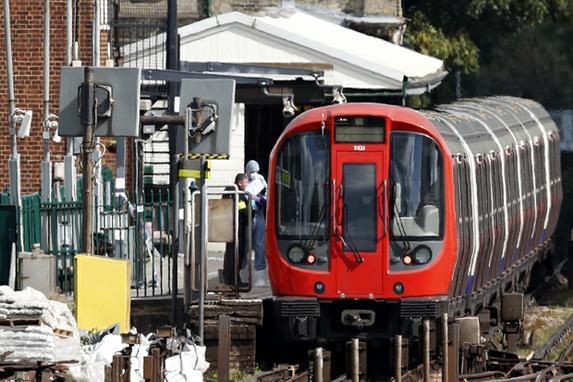 FOTOS DO DIA (Vinte e duas pessoas ficam feridas depois da  explosão de uma bomba no metrô em Londres. AFP PHOTO / Adrian DENNIS /)
