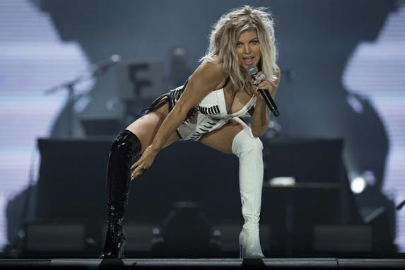 FOTOS DO DIA (A cantora americana Fergie cantou no Festival Rock in Rio no Parque Olímpico, Rio de Janeiro, Brasil, em 16 de setembro de 2017. AFP PHOTO / Mauro PIMENTEL)