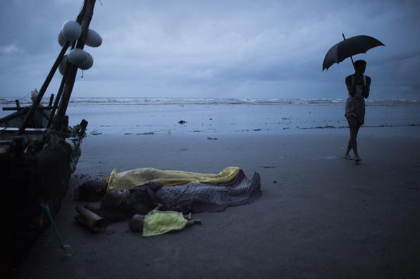 Pelo menos 10 crianças e quatro mulheres foram mortas quando um barco que transportava Rohingya que fugia da violência em Mianmar naufragou no Golfo de Bengala. Foto:   AFP PHOTO / FRED DUFOUR -