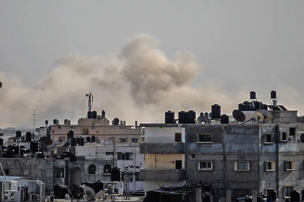 Fumaça que atravessa o Sinai do Norte do Egito. Foto: AFP PHOTO / SAID KHATIB -
