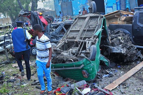 Explosão de dois carros-bomba mata três na capital da Somália. Foto: AFP PHOTO / Mohamed ABDIWAHAB -