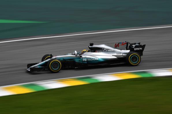 Lewis Hamilton bate recorde em Interlagos e lidera 1º treino livre do GP do Brasil. Foto: AFP PHOTO / NELSON ALMEIDA. -