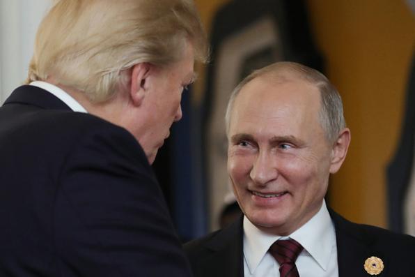 O presidente dos EUA, Donald Trump , conversou com o presidente da Rússia, Vladimir Putin, quando compareceram ao Encontro dos Líderes Econômicos da APEC. AFP PHOTO / SPUTNIK / Mikhail KLIMENTYEV -  AFP PHOTO / SPUTNIK / Mikhail KLIMENTYEV