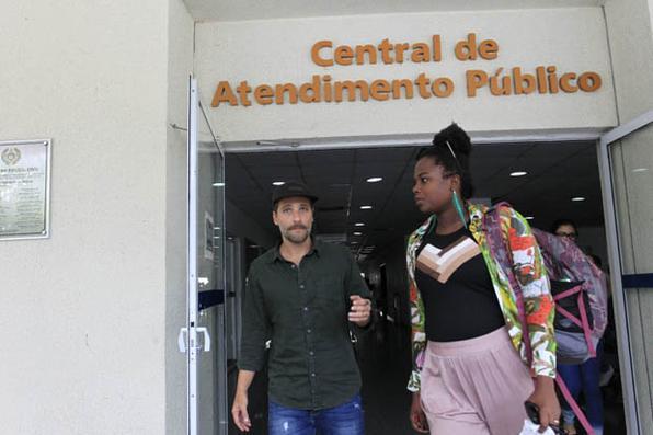 O ator Bruno Gagliasso comparece a Cidade da Polícia, na Zona Norte do Rio, para registrar queixa contra o video racista no qual a filha Titi, de 4 anos foi alvo da socialite Day  McCarthy. Foto: MAíRA COELHO/AGÊNCIA O DIA/AGÊNCIA O DIA/ESTADÃO CONTEÚDO. -