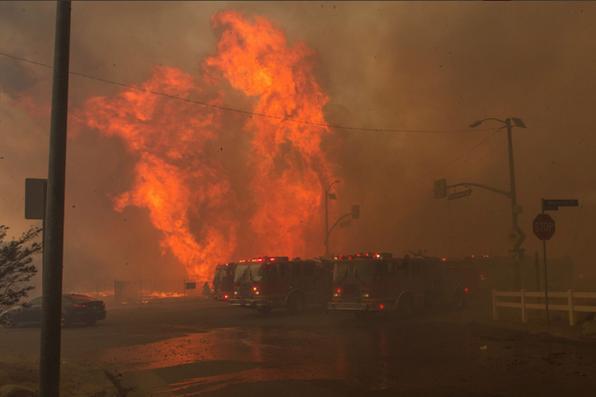 Os vários incêndios que se registram na região de Los Angeles, Estados Unidos, obrigaram cerca de 200 mil pessoas a abandonarem suas casas. Foto: LACounty Fire / Fotos Públicas -