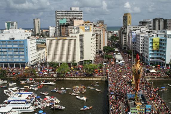 GALO DA MADRUGADA (Galo da Madrugada, maior bloco carnavalesco do mundo, comemora 40 anos arrastando multidão no Recife. Foto: Paulo Paiva/DP.)