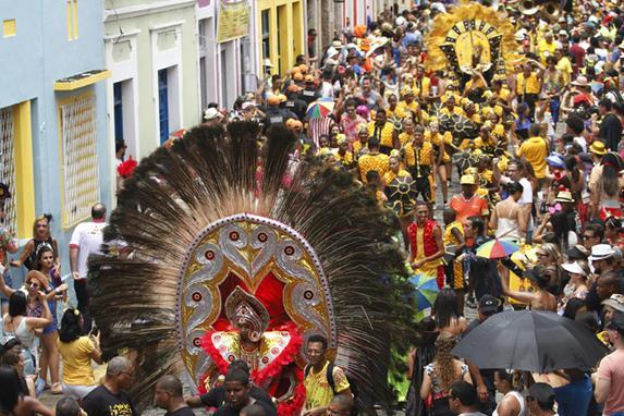 FOTOS DO DIA (Penúltimo dia de carnaval. Desfile dos Bonecos Gigantes em Olinda. Foto: Ricardo Fernandes/DP)