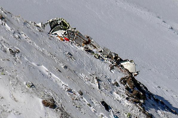 Encontrados destroços do avião que caiu perto do pico da montanha  na serra Zagros do Irã. Foto:  AFP PHOTO / Mizan News Agency / Mohammed  -