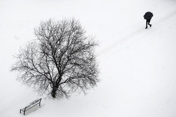 Ventos siberianos varrem toda a Europa, causando frio intenso.  Foto: AFP PHOTO / Armend NIMANI -