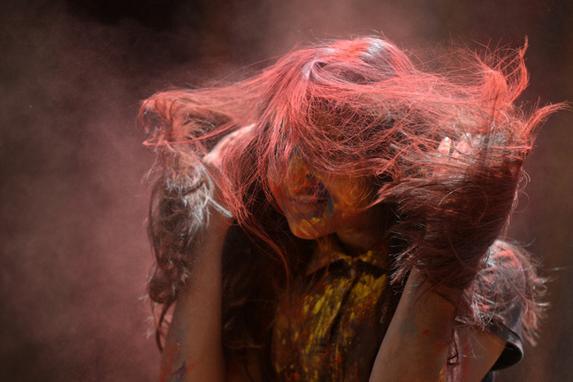 FOTOS DO DIA (Celebrações do festival Holi em Chennai. O popular festival hindu acontece na Índia no final da temporada de inverno. Foto:  AFP PHOTO / ARUN SANKAR)