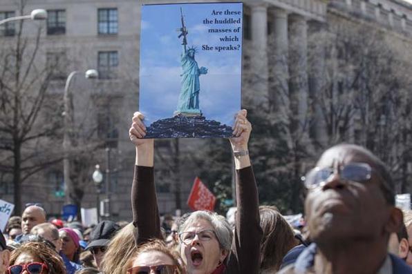 Americanos vão às ruas por leis mais rígidas para o controle de armas nos Estados Unidos. Foto: ALEX EDELMAN/AFP. -