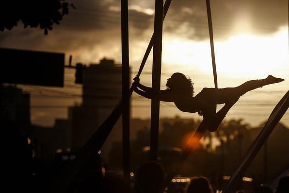 O Festival R.U.A.- Recife Urbana Arte vem movimentando o Bairro do Recife desde a manhã deste domingo (29). Foto: Paulo Paiva / DP. -