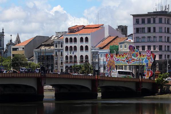 Esquema de trânsito nas pontes do Recife, para o Carnaval 2019, nesta quinta feira (21). Crédito: Mandy Oliver/Esp.DP Foto. -