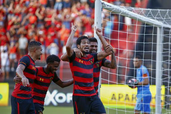 FOTOS DO DIA  (Hernane Brocador comemora seu gol durante Jogo entre Sport Recife 4x0 Petrolina, pelas quartas de final do campeonato Pernambucano 2019, neste domingo (24). Foto: Paulo Paiva / DP FOTO.)