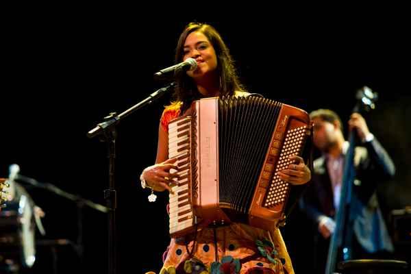 Paraibana Lucyane Alves, que tem formação erudita, tocará acordeon na homeangem a Luiz Gonzaga (Virtuosi/ Divulgação)