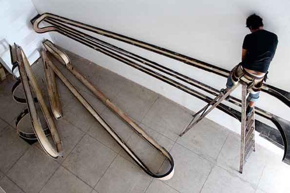 Trabalho é uma espécie de escultura adaptada às paredes do museu (Mamam/ Divulgação)