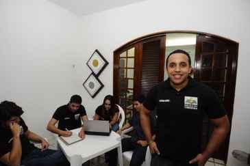 Grupo de universitários encabeçado por Diego Leão vem dando dicas pela rede social de Mark Zuckerberg desde março. Foto: Roberto Ramos/DP/D.A Press