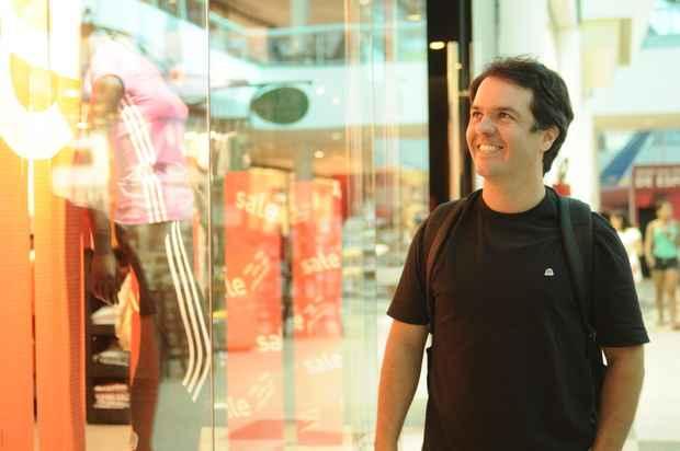 O empresário Leonardo Junqueira confessa que desconhecia a data, mas torce para ganhar presente (Blenda Souto Maior/DP/D.A Press)