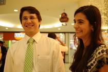 O casal Thiago Alencar, 30, e Katarina Fernandes, 24, acredita que a homenagem faz sentido (Blenda Souto Maior/DP/D.A Press)