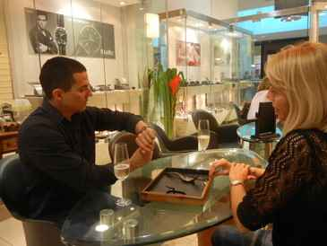 André Mendoza aproveitou o evento da Murillo Joias para comprar o próprio presente (Divulgação)