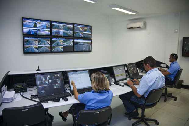 Centro de Controle de Operaes monitora toda a Via Parque durante 24 horas por dia. Foto: Rota dos Coqueiros/Divulgao