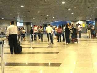 Os cuidados com a bagagem devem ser redobrados para evitar furtos. Foto: Carolina Braga/Esp.DP/D.A Press (Carolina Braga/Esp.DP/D.A Press)
