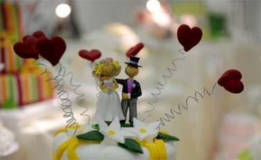 (Um casal do Mississippi, sudeste dos EUA, sofreu um duro golpe quando o pastor comunicou que o casamento não poderia ser celebrado no local por serem negros. Foto: Patrik Stollarz/AFP Photo/Arquivo)