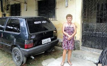 Maria Jos� mora �s margens do canal e reclama de n�o ter recebido indeniza��o para deixar o local. Foto: La�s Ara�jo/Esp.DP/D.A Press