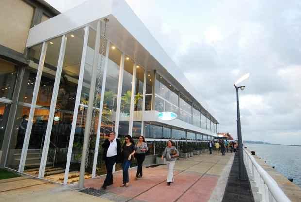 Parte de trás do prédio tem parede de vidro com vista para o mar. Foto: Nando Chiapetta/ DP. D.A.Press